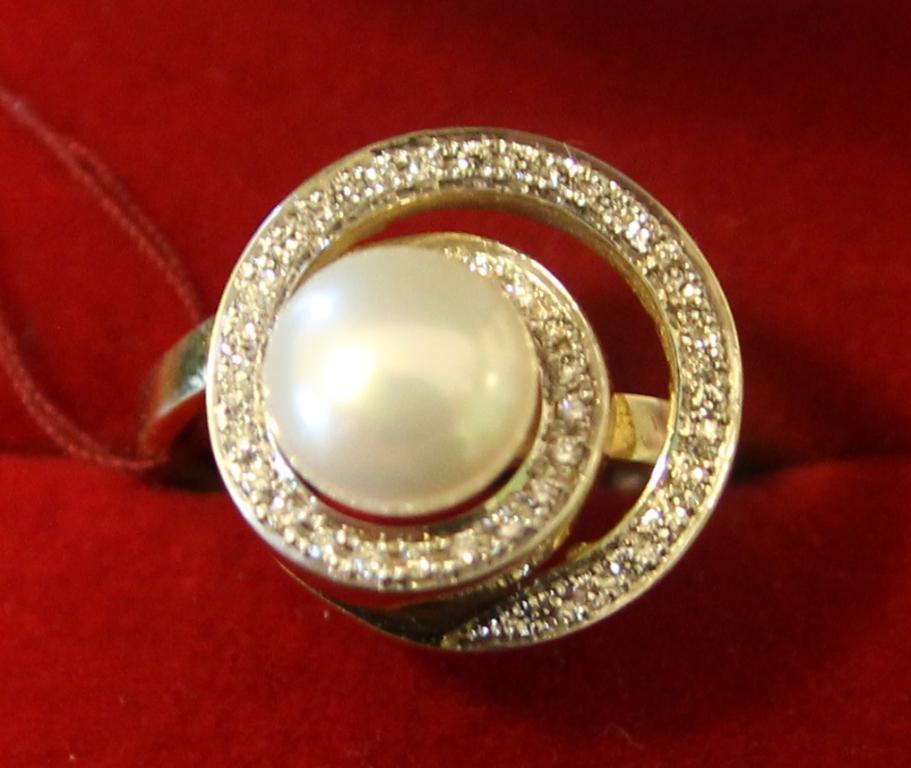 Кольцо с жемчугом и бриллиантами 0,35 ct золото 585 пробы 5,70 грамм