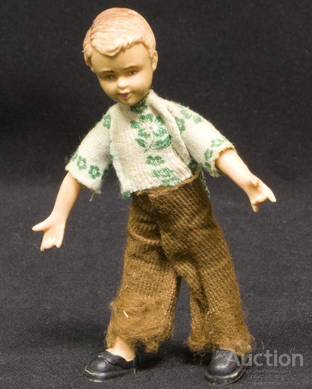 Кукла - пупс модель в коричневых брюках,  ГДР, высота 10 см