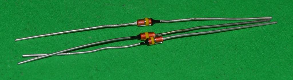 Стабилитрон  Д 818 Б     (Стекло)    (Цена за 1 штуку) Лот № Р-352