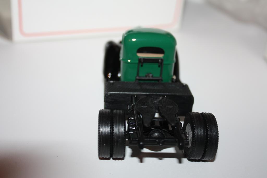 Масштабная модель US - U.S. MODEL MINT 1947 International KB-12 Semi US19A 1/43