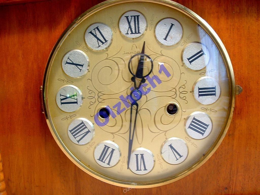 Часы настольные Янтарь с боем. Не частые.