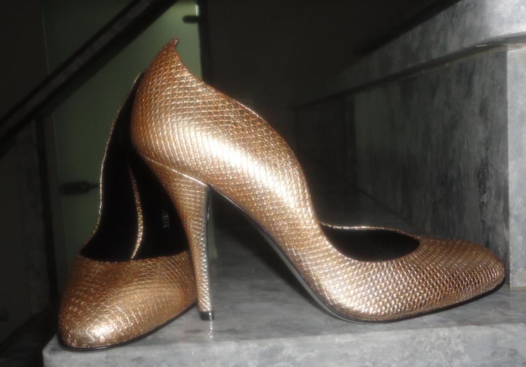 RODOLPHE MENUDIER Изящные туфли платина змея  38.5