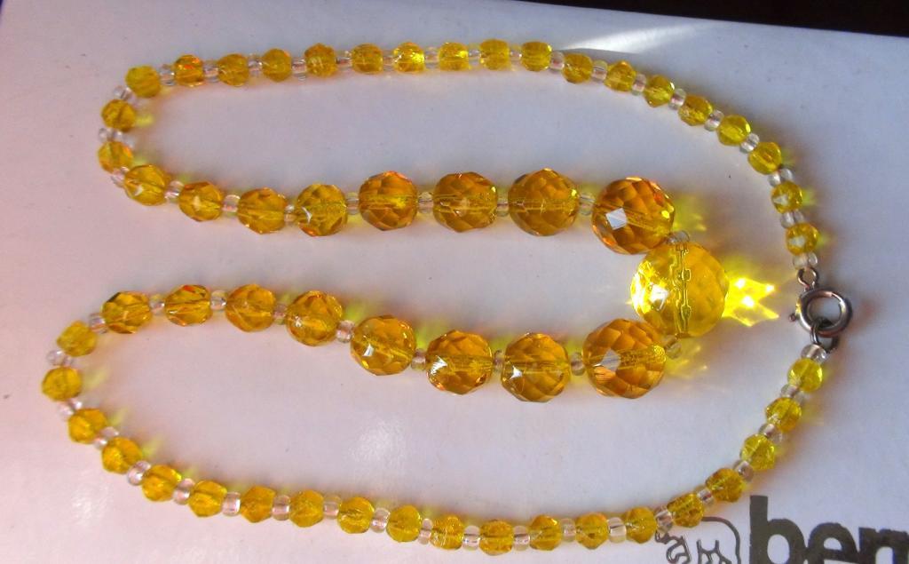 Довоенное неношенное ожерелье 45 см Желтое стекло. Яблонец