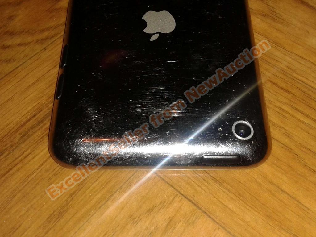  Apple iPod Touch 4 8GB White, отличное состояние, с 1 руб.