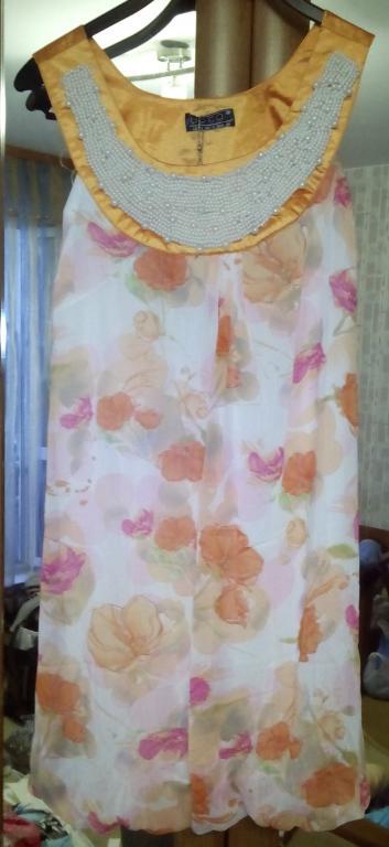 Красивое легкое платье баллон с жемчугом