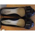 Чудесные туфли в наличии! Натуральна кожа внутри и снаружи. Устойчивый каблук, удобная колодка.