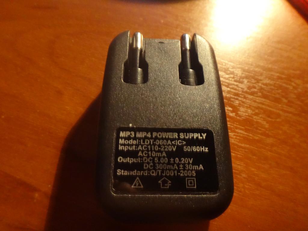 Зарядное устройство 220В - 5 В  USB 2.0