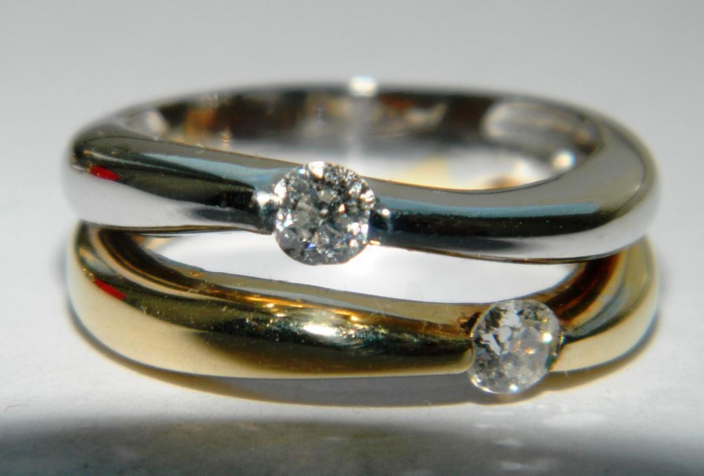 Золотые кольцо и серьги (585 пр.) с 6 бриллиантами (алмазами) по 0,25-0,33кр., дореволюционной огран