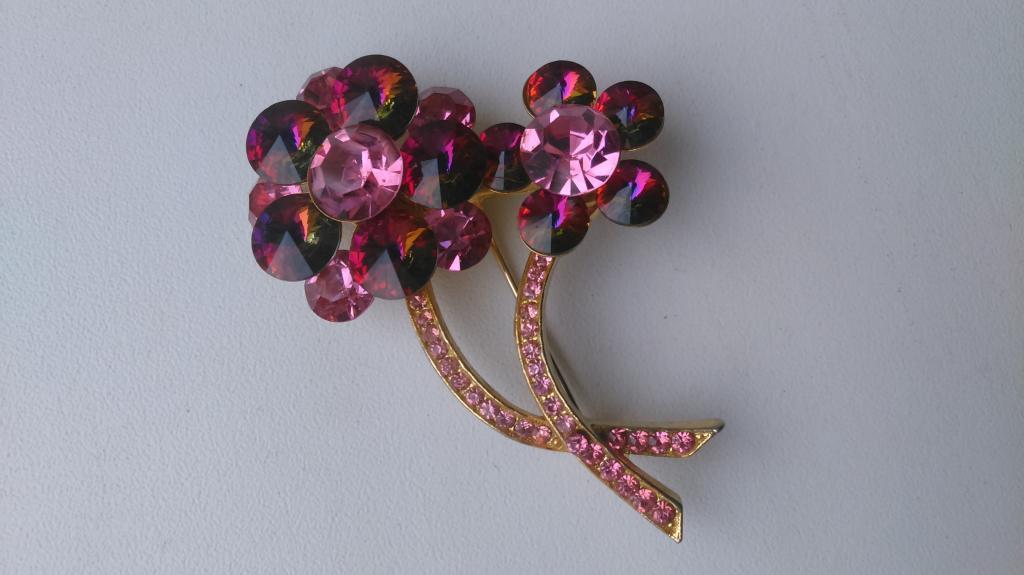 0103  брошь Два цветка  сиреневые кристаллы позолота бижутерия винтаж Weiss США