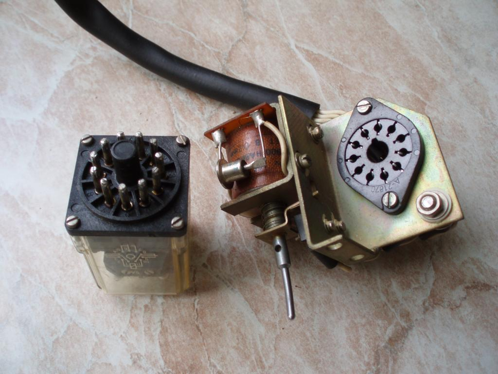 Мощное реле на 12v (3 группы контактов замыкание/размыкание с током 5А) с электромагнитом (соленоид)