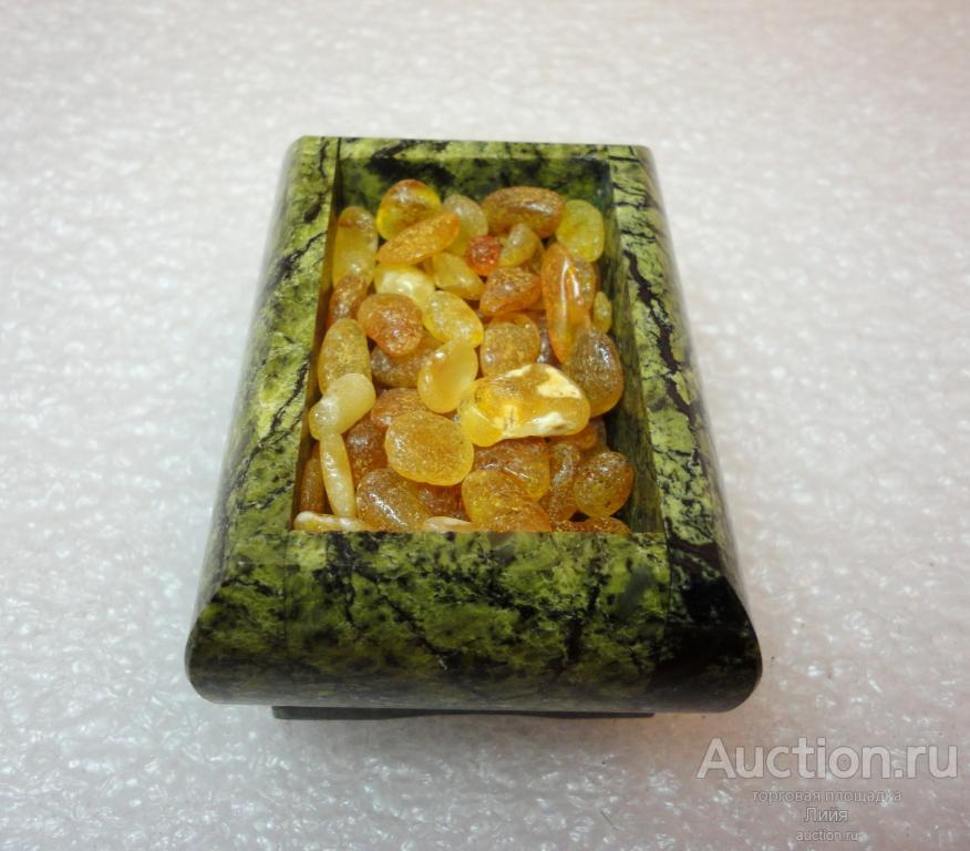 Шкатулка из натурального камня с янтарем (россыпь)
