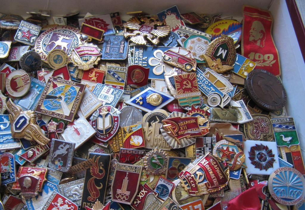 Супер лот знаков и значков 1 000 шт с рубля!