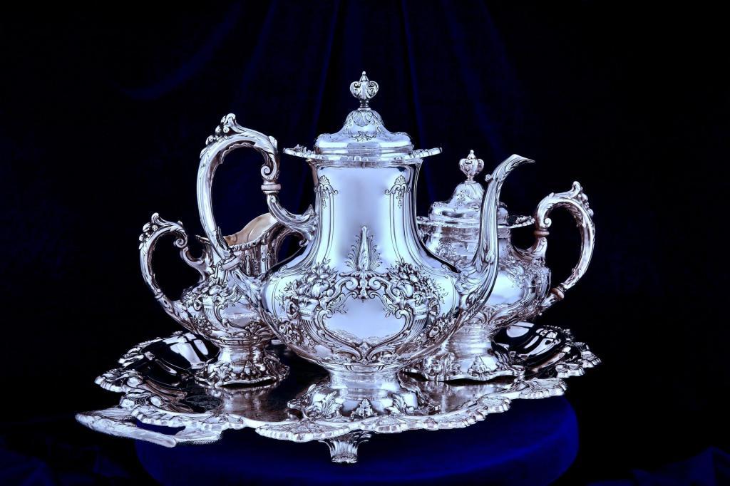 Шикарный серебряный чайно-кофейный набор Король Франциск 1, именитой компании Reed and Barton