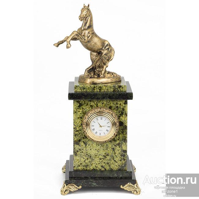 Часы настольные ВЗДЫБЛЕННЫЙ КОНЬ AZY-7896