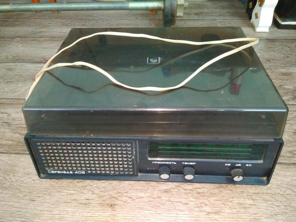 Радиола Серенада 406 в рабочем состоянии.