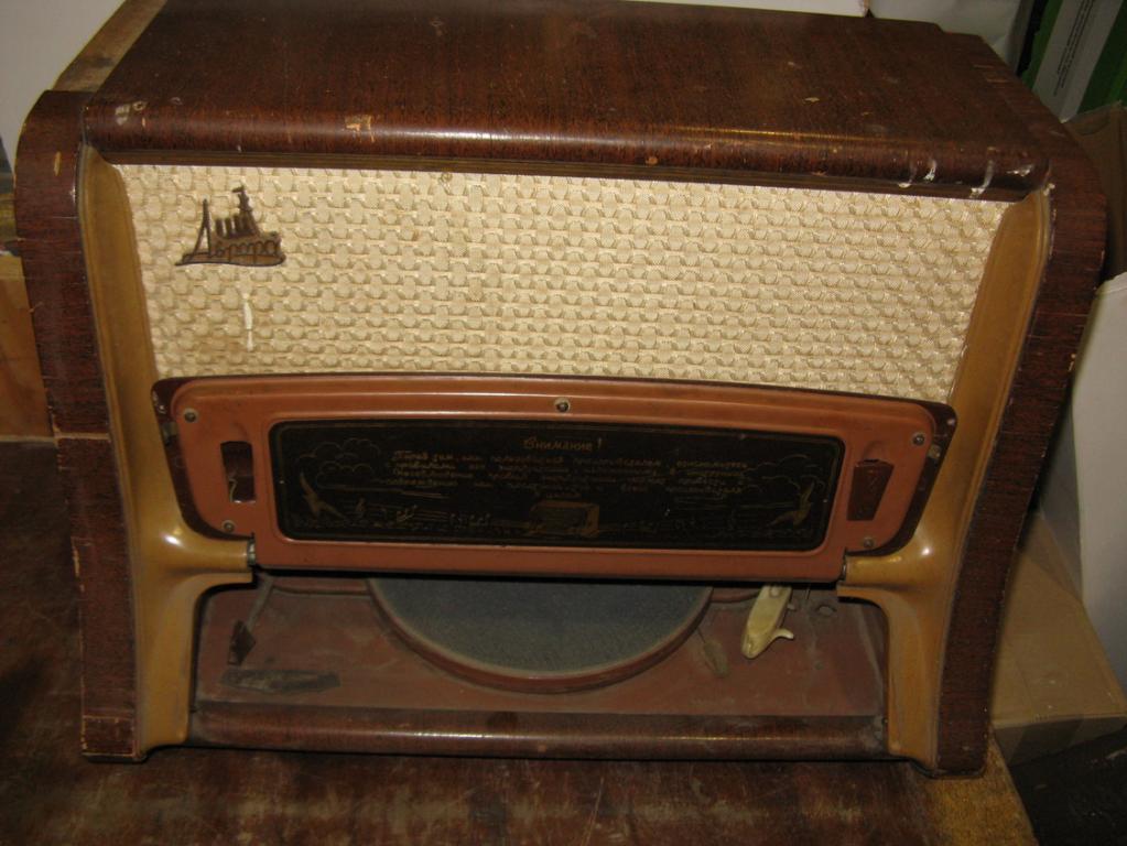 радиоприемник радиола Аврора 1950-е годы
