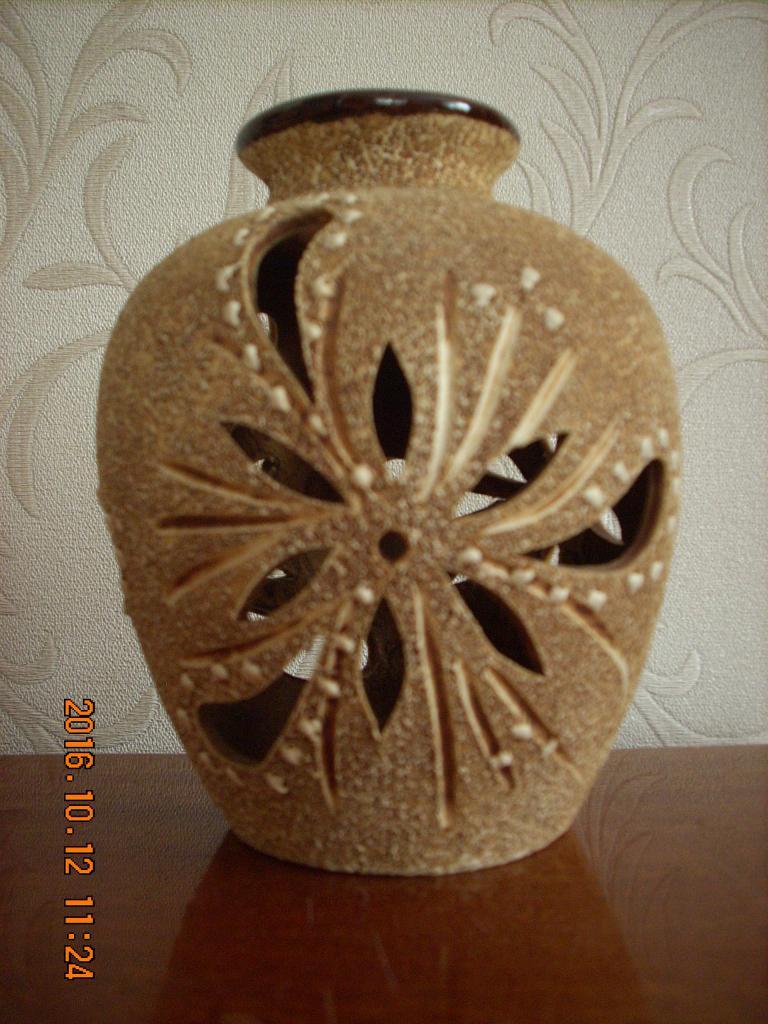 Ваза керамика с прорезью.