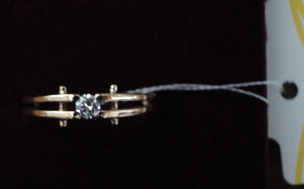 Золотое кольцо с бриллиантом 0.1кр 2.68 гр