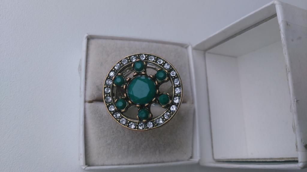 0176 Красивое кольцо зеленые вставки цирконий ювелирная бижутерия винтаж
