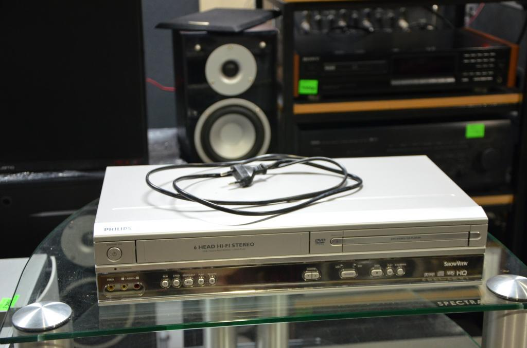 VHS-DVD проигрыватель Philips 6 Head Hi-Fi пульт