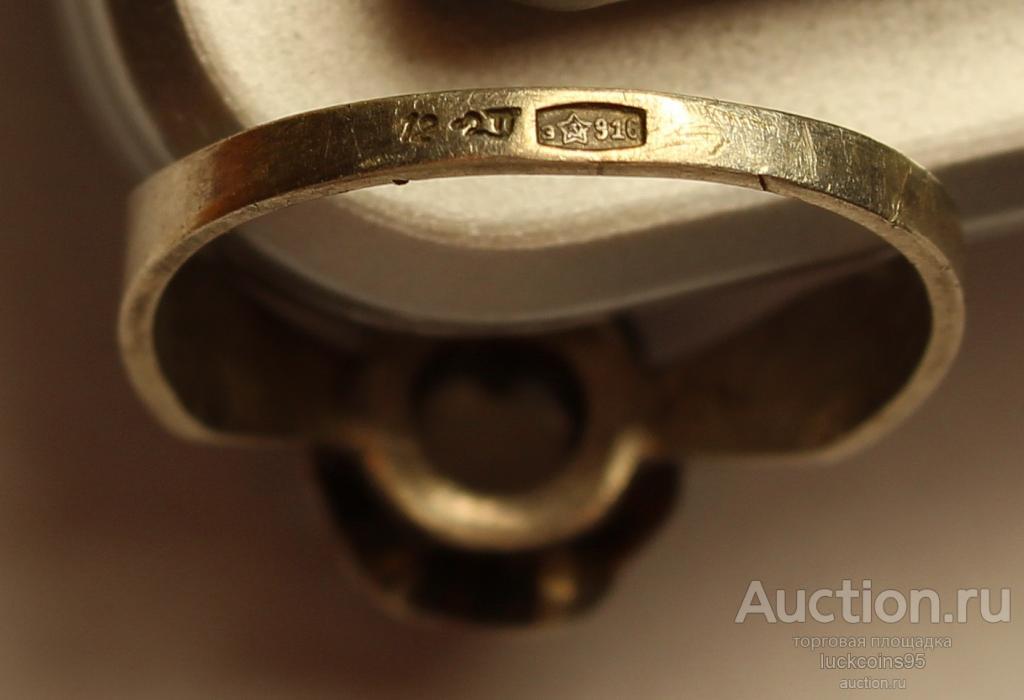 Комплект серьги и кольцо с полудрагоценными камнями. Клейма, Серебро 916 и 875 пр. Общий вес: 6.6 г.