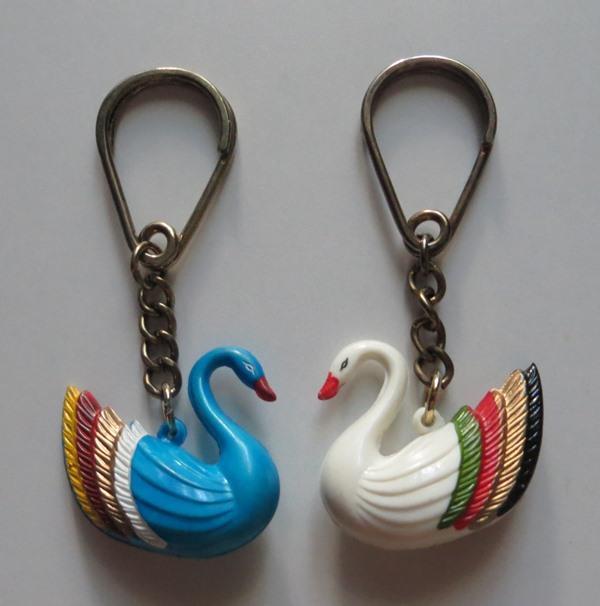 Лебедь Лебеди Пара лебедей БРЕЛОК Винтаж 1960-70-е годы (колкий пластик) КОЛЛЕКЦИОННОЕ СОСТОЯНИЕ !!!