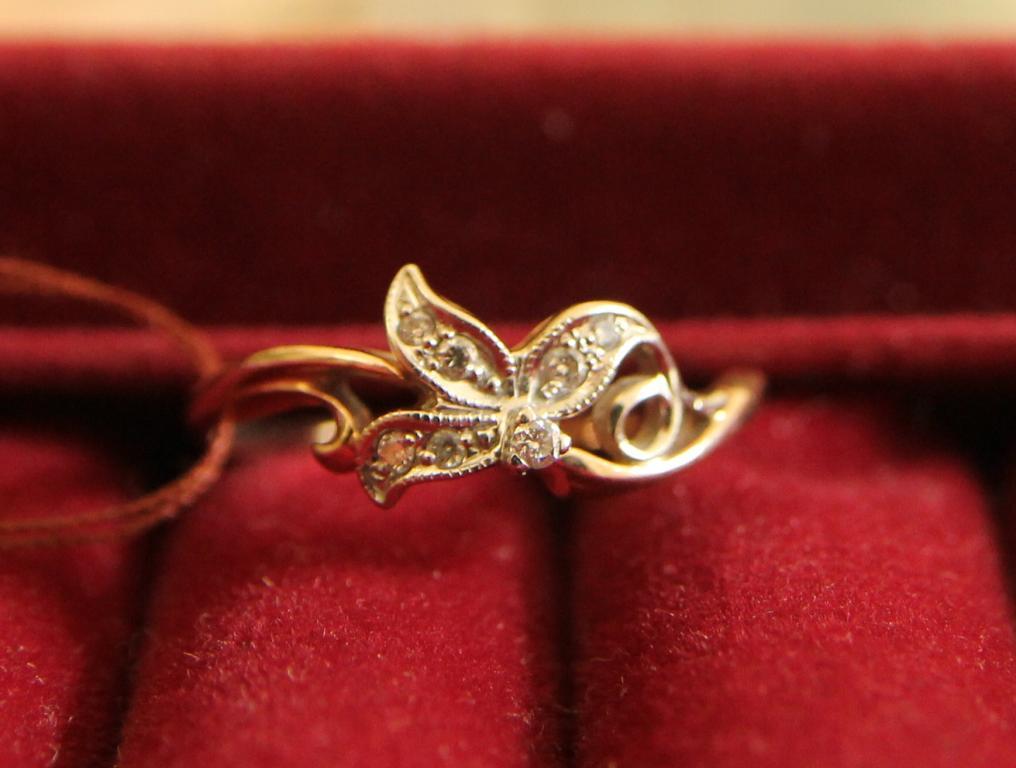 Кольцо с бриллиантами 0,05 ct золото 585 пробы 2,24 грамм