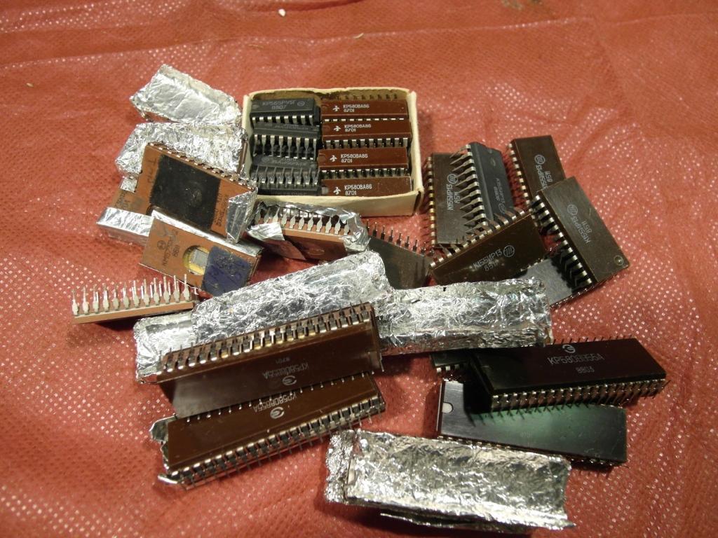 Микросхемы КР580ВА86, КР580ВВ55А, КР580ИР82, КР580ВМ80, КР565РУ5Г, КМ573РФ2, К155КП2, К155ИЕ5 и друг