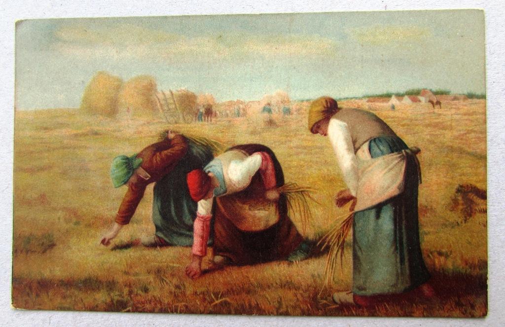 Женщины на поле за сбором колосьев после покоса