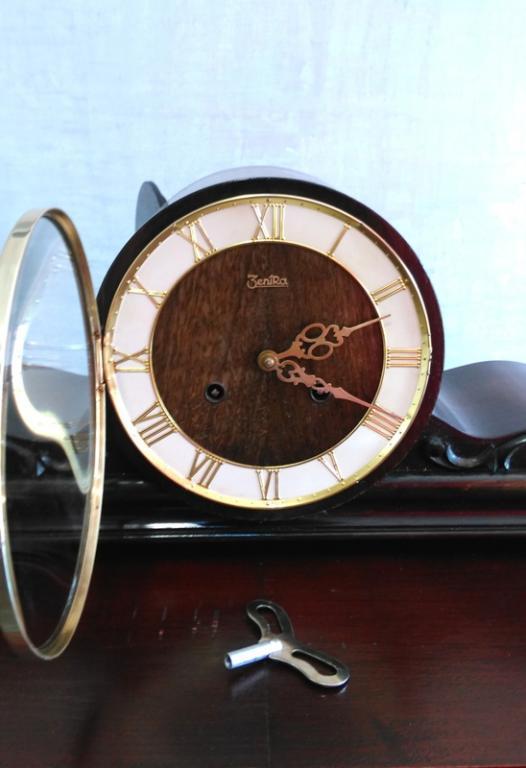 Настольные часы Zentra