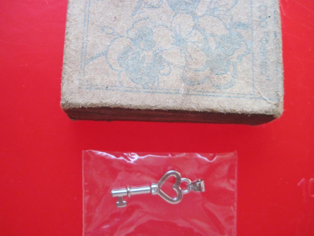 Серебряная подвеска ключик новая