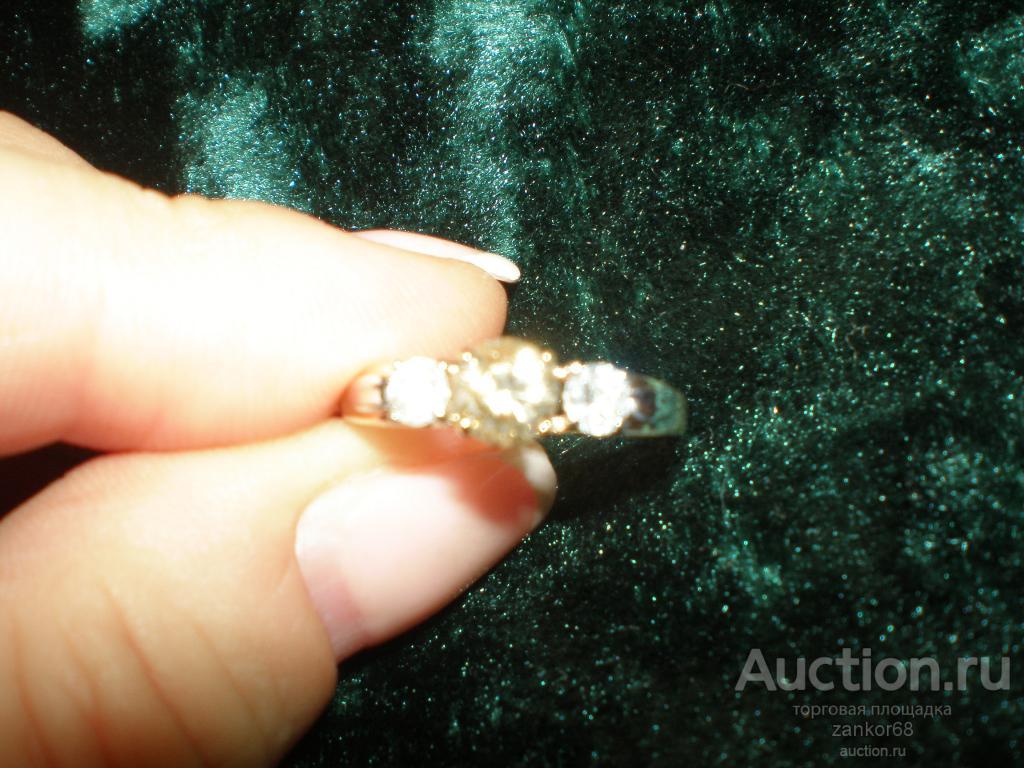 Очень красивое кольцо, желтое золото 585, 3 бриллианта: 0,5 Ct в центре + 2 х 0,15 Ct + ПОДАРОК!