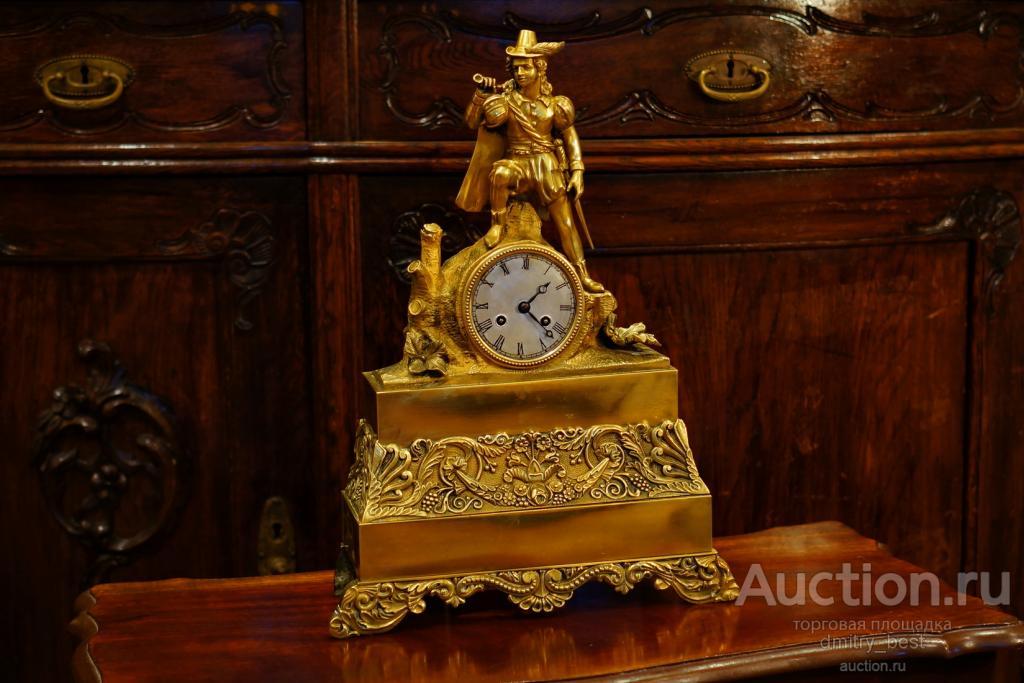 """Старинные, Большие каминные часы """"Воин с горном"""". Бронза. Франция 19 век"""
