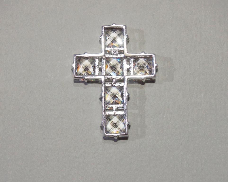 Серебряный - КРЕСТИК - крест - серебро - горный хрусталь - Таиланд? кулон - подвеска - вес - 6,9 гр.
