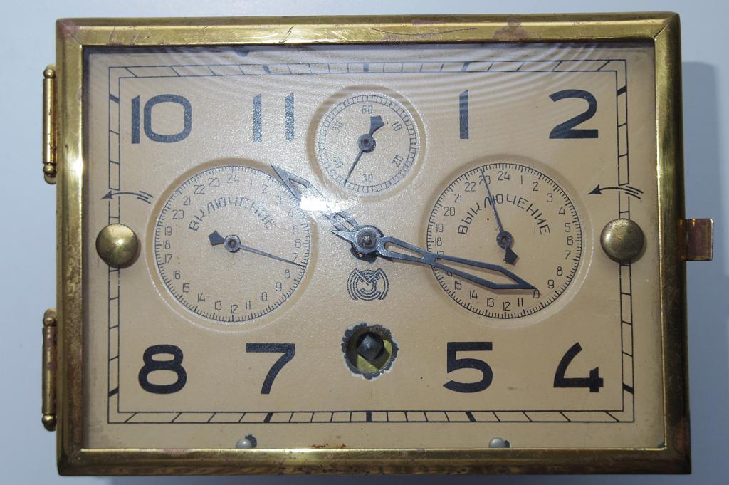 РАССВЕТ радиола часы  комплектные!