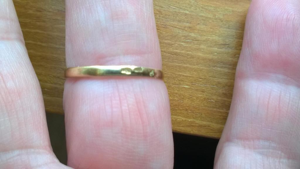 Кольцо в виде цветка , размер 17-18. Бриллиантики в виде росы.
