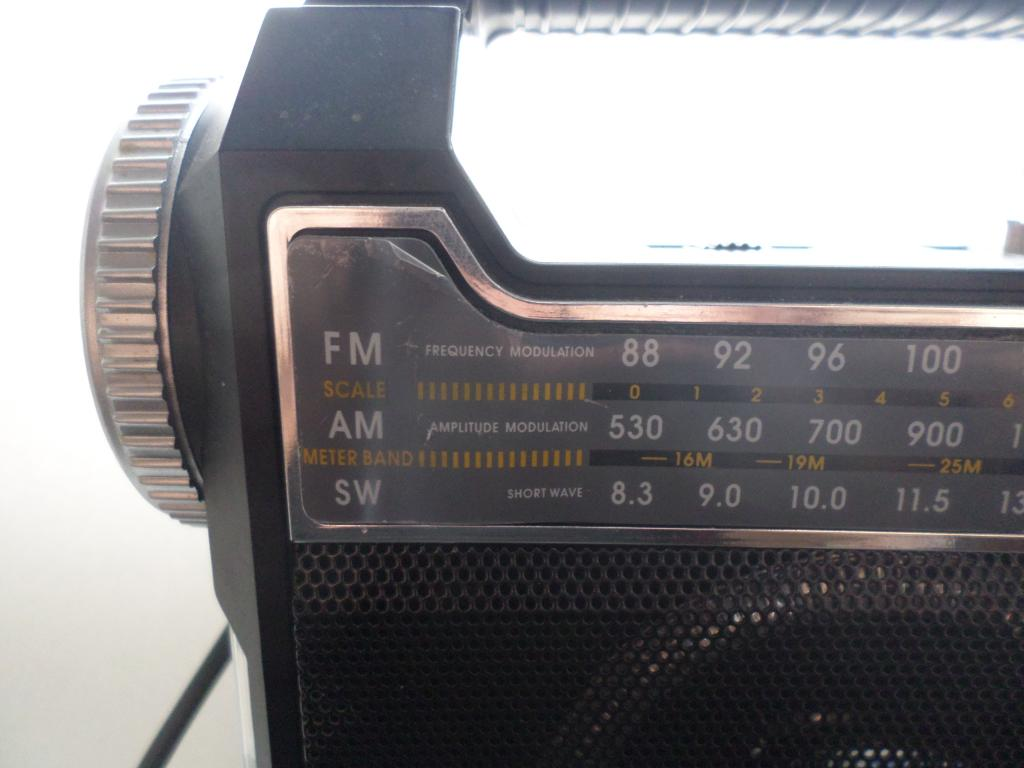 Ritmix RPR-444  Радиоприёмник - плеер.