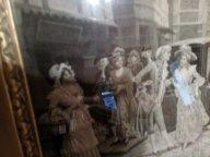 Антикварная вышитая шелком картина середины 18 века из Австрии в багетной раме.