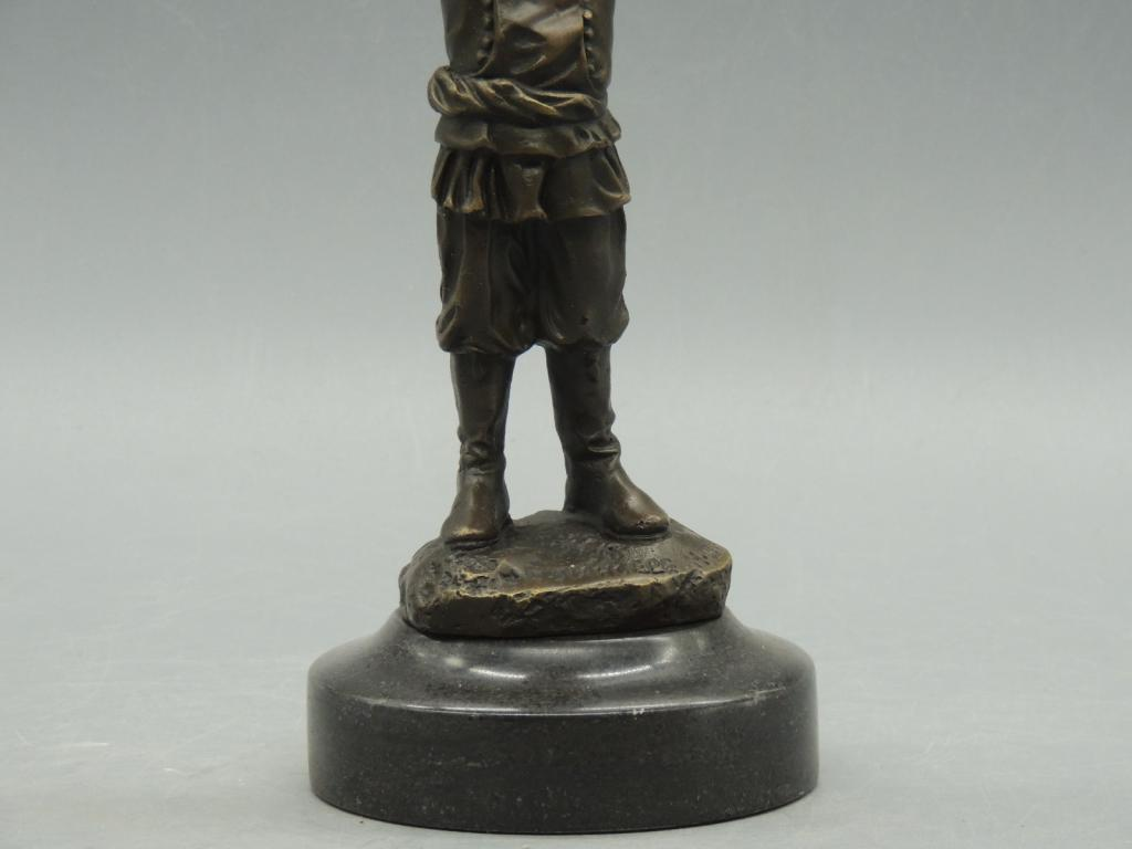 Скульптура Подсвечник Рыбак С Сетью Красивая Интерьерная Бронза Мрамор Высота 23 см С Рубля
