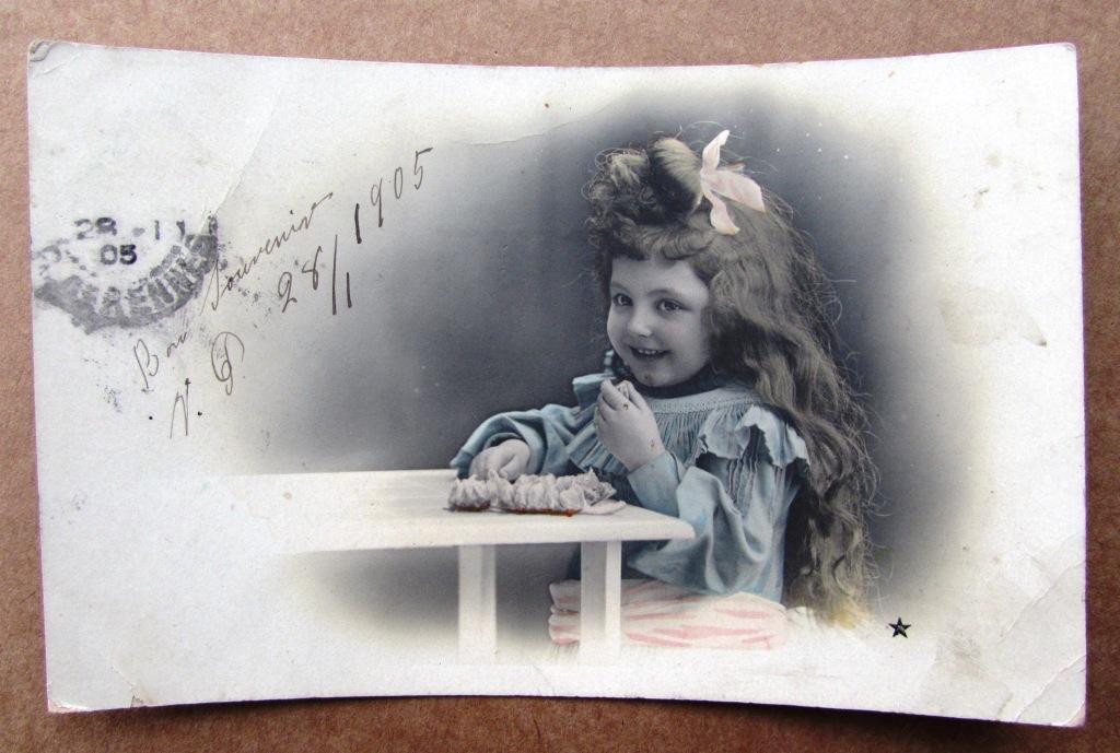 Девочка за столом с апельсином Штемпель 1905