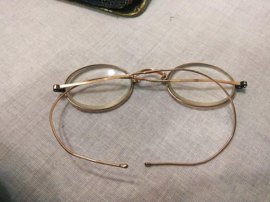 Золотые очки в серебряном футляре 84 пробы.