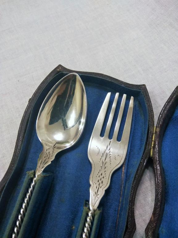 Серебряные вилка и ложка. Набор в футляре. Серебро 925 пробы