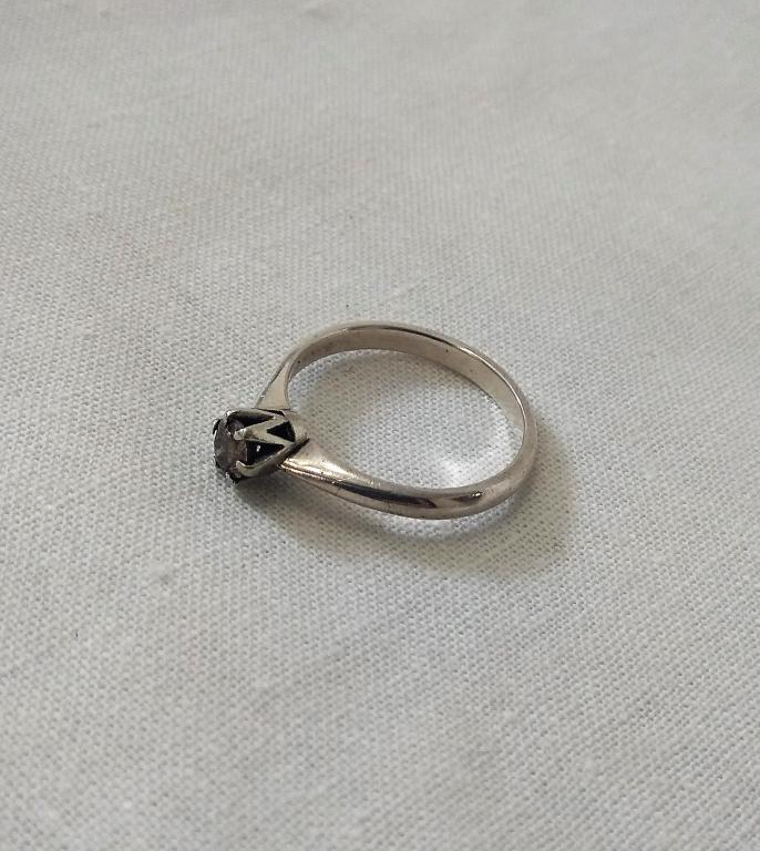 Серебряное кольцо с бриллиантом. Бриллиант 0,26 Ct (карат) 4,4 мм