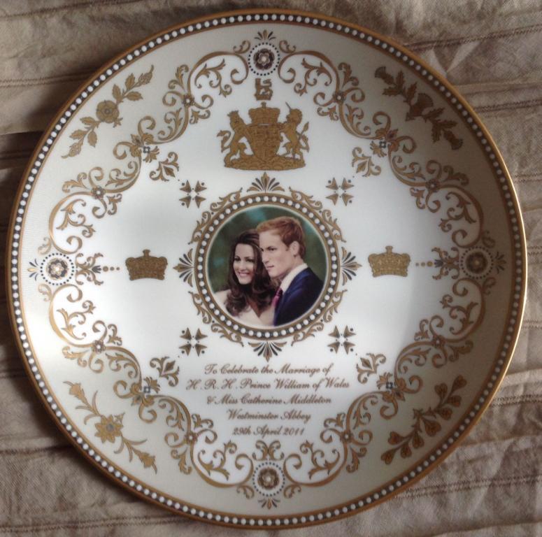 Тарелка, Англия, принц Уильям и Кейт Миддлтон, ручная роспись