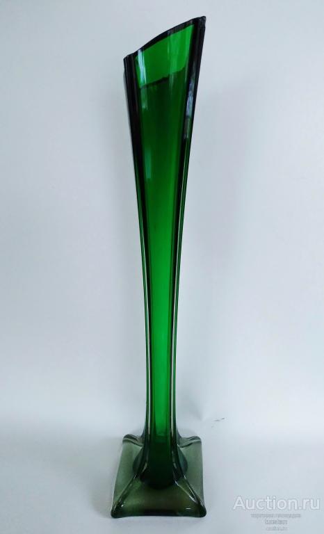 Ваза СССР берц цветное зеленое стекло 46х10 см