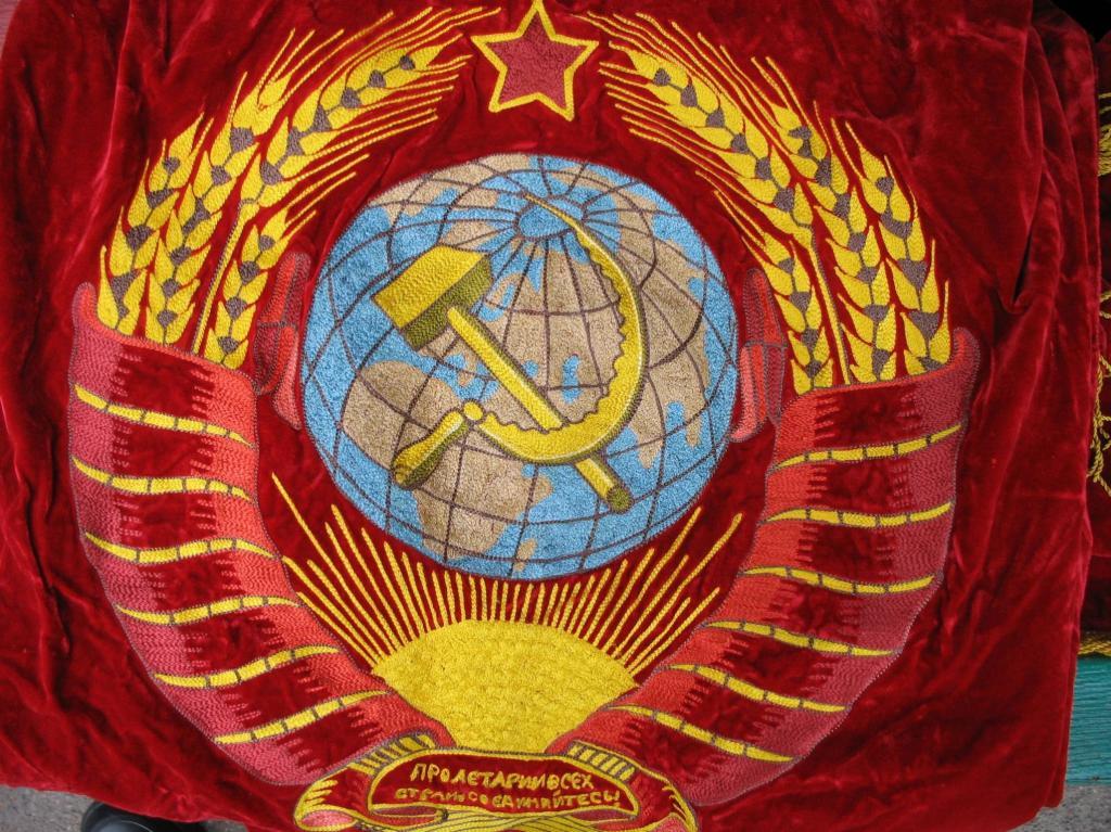 ЗНАМЯ СССР,БАРХАТ ВЫШИВКА,