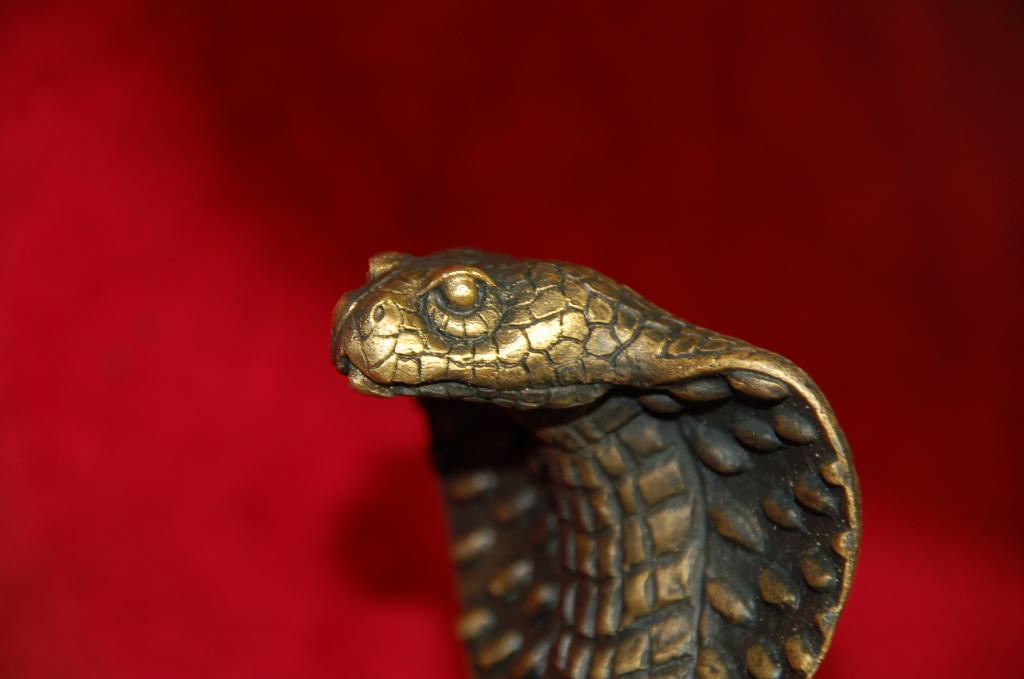 Бронзовая статуэтка кобра, змея, бронза