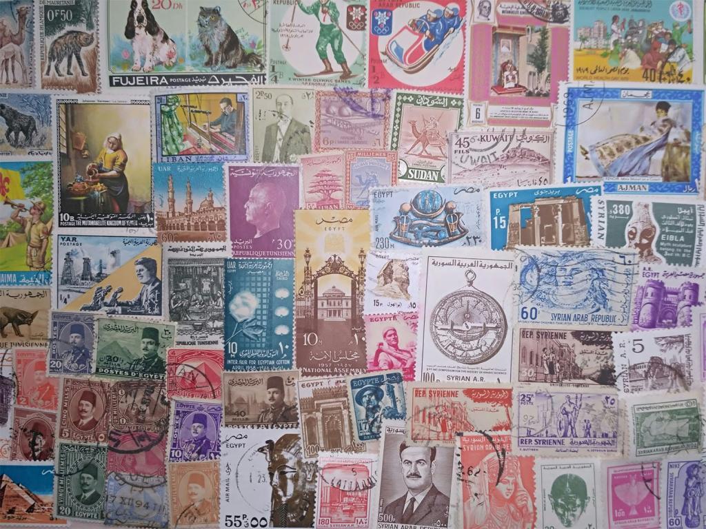 Коллекция 100 разных по типу марок арабских, персидских и тюркских стран