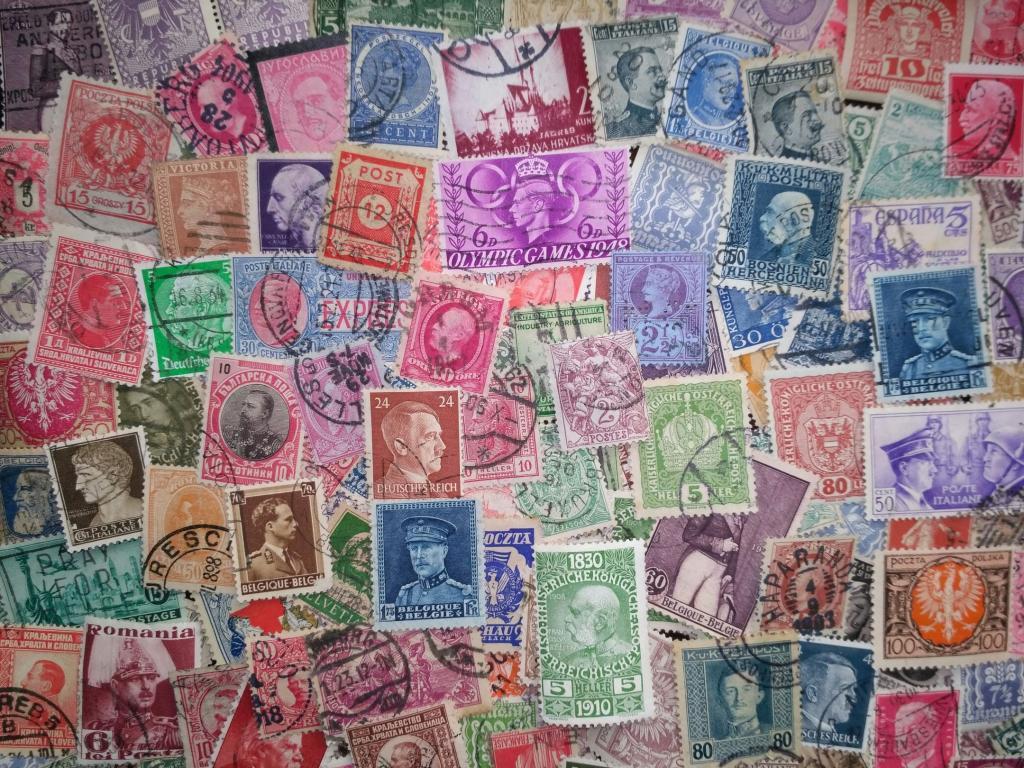 Коллекция 200 старинных марок в запаянном пакете