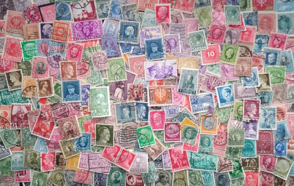 500 старинных марок в ассортименте